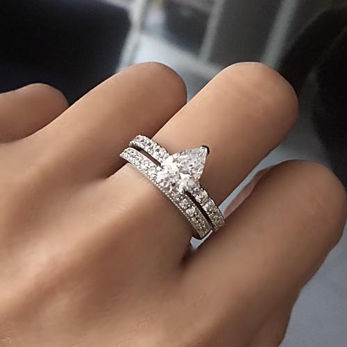 pear-shape diamond engagement ring